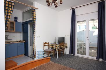 Duće, Jadalnia w zakwaterowaniu typu studio-apartment, WIFI.
