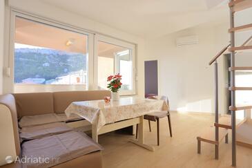Duće, Jídelna v ubytování typu apartment, s klimatizací a WiFi.