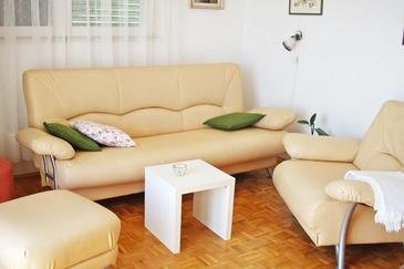 Mimice, Living room in the apartment, dostupna klima, dopusteni kucni ljubimci i WIFI.