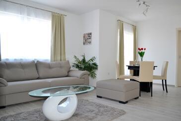 Duće, Living room in the apartment, dostupna klima i WIFI.