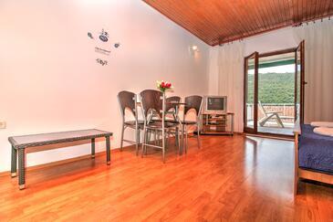 Grebaštica, Dining room in the studio-apartment, WiFi.