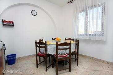 Rogoznica, Dining room in the apartment.