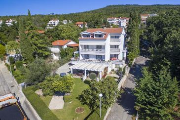 Selce, Crikvenica, Объект 4801 - Апартаменты вблизи моря с галечным пляжем.