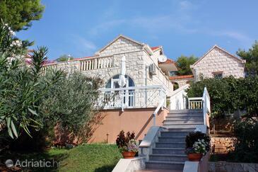 Sumartin, Brač, Объект 4803 - Апартаменты вблизи моря с галечным пляжем.