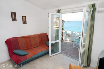 Rogoznica, Living room in the apartment, dostupna klima i WIFI.