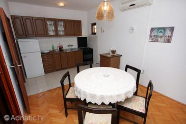 Lokva Rogoznica, Dining room in the apartment, air condition available.