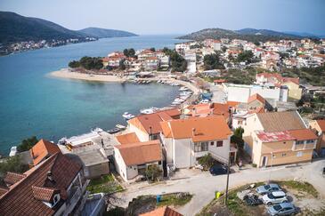 Grebaštica, Šibenik, Obiekt 482 - Apartamenty przy morzu ze żwirową plażą.