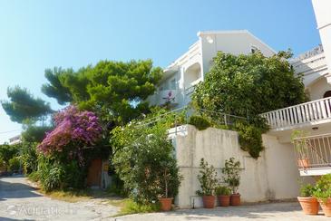 Lokva Rogoznica, Omiš, Объект 4820 - Апартаменты с галечным пляжем.