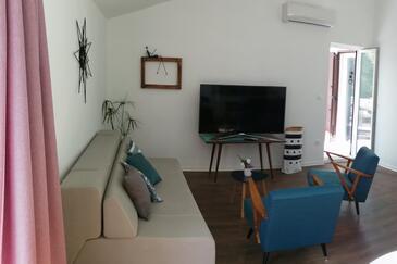 Lokva Rogoznica, Dnevni boravak u smještaju tipa apartment, dostupna klima, kućni ljubimci dozvoljeni i WiFi.
