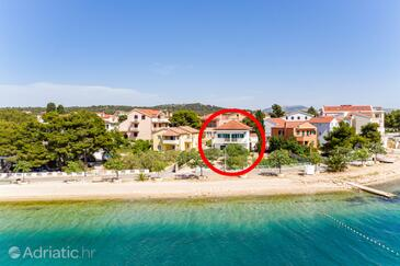 Brodarica, Šibenik, Property 4833 - Apartments near sea with pebble beach.