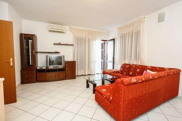 Mastrinka, Living room in the apartment, air condition available and WiFi.