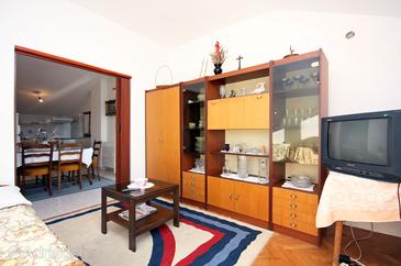 Brodarica, Living room in the apartment.