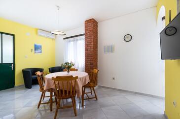 Ražanj, Jídelna v ubytování typu apartment, s klimatizací a WiFi.