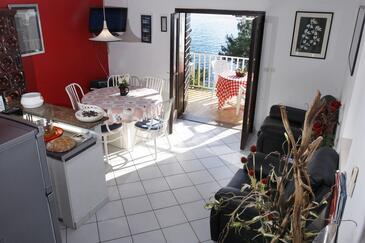 Rastići, Dining room in the apartment, dostupna klima.