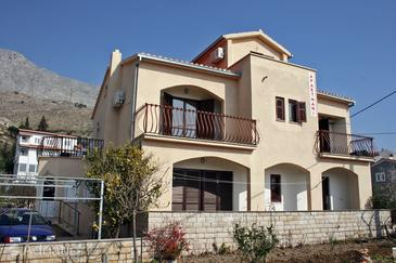 Duće, Omiš, Property 4852 - Apartments near sea with sandy beach.