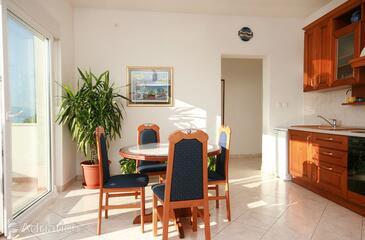 Duće, Столовая в размещении типа apartment, доступный кондиционер и WiFi.