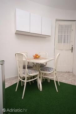 Split, Dining room in the apartment, dopusteni kucni ljubimci i WIFI.