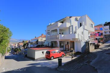 Podstrana, Split, Объект 4859 - Апартаменты с галечным пляжем.