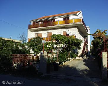 Brodarica, Šibenik, Property 486 - Apartments near sea with pebble beach.