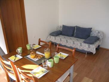 Bušinci, Obývací pokoj v ubytování typu apartment, s klimatizací a WiFi.