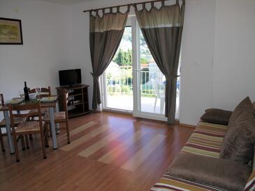 Bušinci, Living room in the apartment, dostupna klima i WIFI.