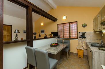 Ražanj, Столовая в размещении типа studio-apartment, доступный кондиционер и WiFi.