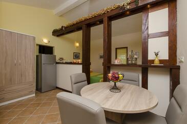 Ražanj, Sufragerie în unitate de cazare tip studio-apartment, aer condiționat disponibil şi WiFi.