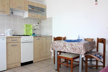 Rogoznica, Jadalnia w zakwaterowaniu typu apartment, dostupna klima.