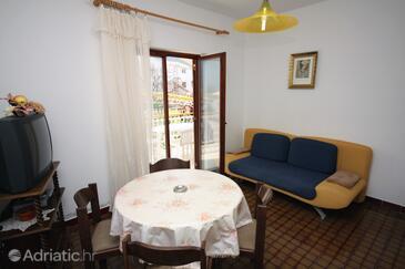 Grebaštica, Jídelna v ubytování typu apartment, s klimatizací, domácí mazlíčci povoleni a WiFi.