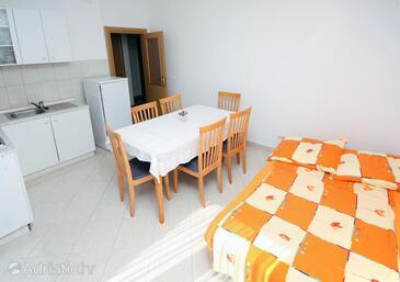 Seget Vranjica, Dining room in the apartment, WIFI.