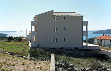 Seget Vranjica, Trogir, Property 4870 - Apartments with pebble beach.