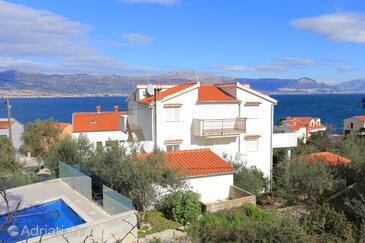 Slatine, Čiovo, Объект 4871 - Апартаменты вблизи моря с галечным пляжем.