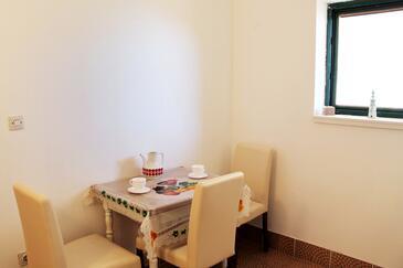 Živogošće - Porat, Eetkamer in the apartment, (pet friendly) en WiFi.