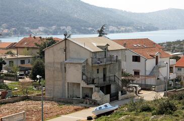 Grebaštica, Šibenik, Obiekt 4881 - Apartamenty przy morzu ze żwirową plażą.