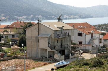 Grebaštica, Šibenik, Объект 4881 - Апартаменты вблизи моря с галечным пляжем.