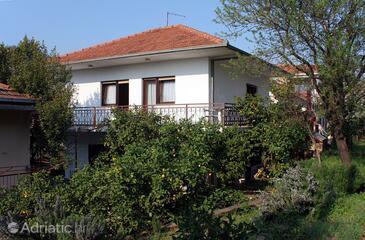 Seget Vranjica, Trogir, Objekt 4883 - Apartmani sa šljunčanom plažom.