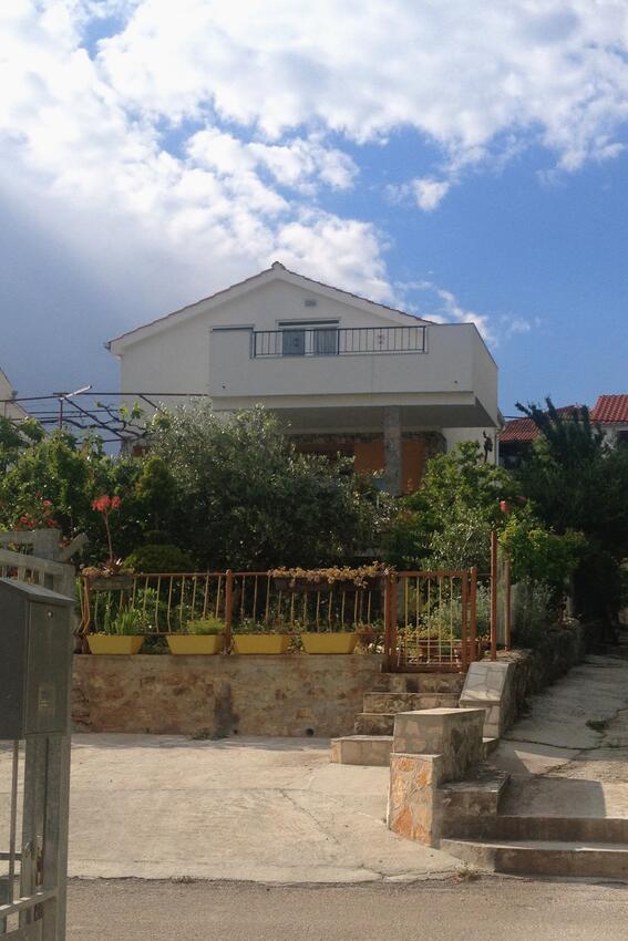Holiday apartment im Ort Seget Vranjica (Trogir), Kapazität 4+1 (1921801), Seget Vranjica, , Dalmatia, Croatia, picture 1