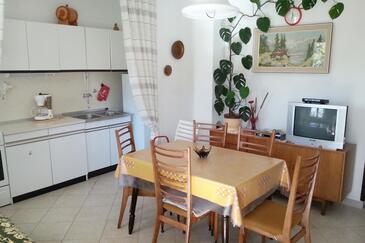 Poljica, Jadalnia w zakwaterowaniu typu apartment.