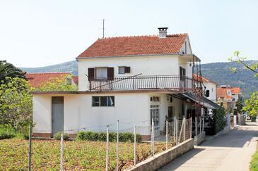 Poljica, Trogir, Obiekt 4885 - Apartamenty przy morzu ze żwirową plażą.