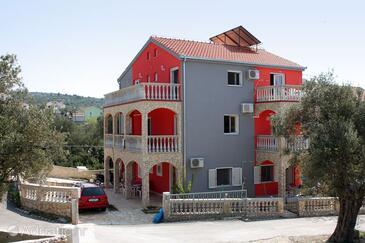 Vinišće, Trogir, Alloggio 4886 - Appartamenti affitto con la spiaggia ghiaiosa.