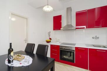 Sobra, Kitchen in the apartment, WiFi.