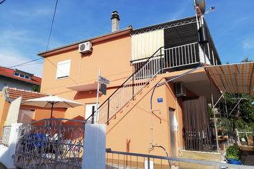 Poljica, Trogir, Obiekt 4893 - Apartamenty ze żwirową plażą.