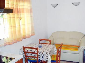 Saplunara, Dining room in the apartment, WIFI.