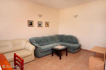 Blaca, Living room in the house, dopusteni kucni ljubimci.