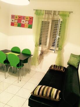 Saplunara, Jídelna v ubytování typu apartment, domácí mazlíčci povoleni a WiFi.