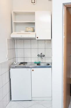 Saplunara, Kitchen in the studio-apartment, dopusteni kucni ljubimci i WIFI.