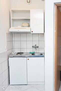 Saplunara, Kitchen in the studio-apartment, dopusteni kucni ljubimci i WIFI.