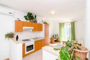 Saplunara, Living room in the apartment, air condition available and (pet friendly).