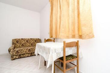Saplunara, Dining room in the apartment, dostupna klima i dopusteni kucni ljubimci.