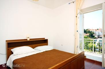 Pomena, Dormitorio in the room, air condition available y WiFi.